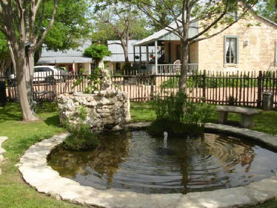 Meyer Bed and Breakfast on Cypress Creek: Meyer B&B pond by outdoor pool