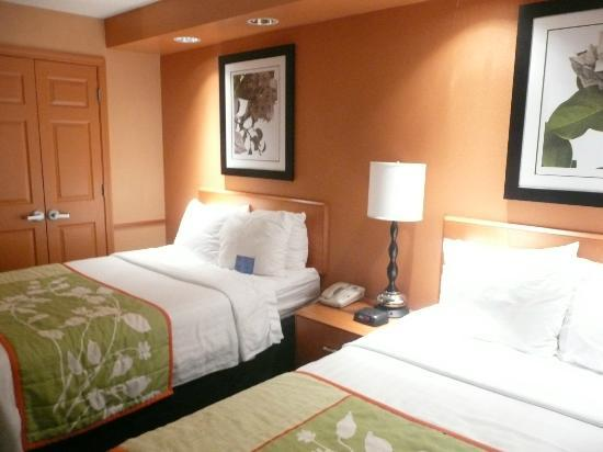 Fairfield Inn & Suites Youngstown Austintown: Bright and fresh decor