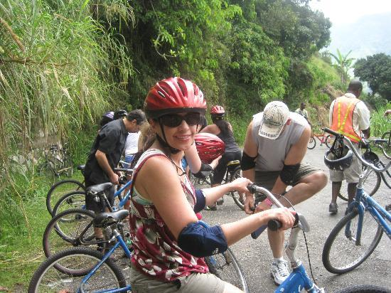 Blue Mountain Bicycle Tour : the safety gear and bikes -