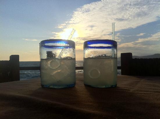 Grand Isla Navidad Resort: Happy hour on Barra