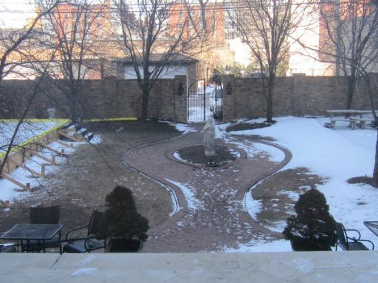 Wheeler Mansion: Court Yard
