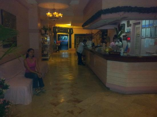 Gingoog Mountain Air Hotel and Restaurant: Reception Area