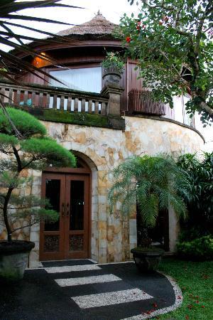 Dewani Villa: Entrance again