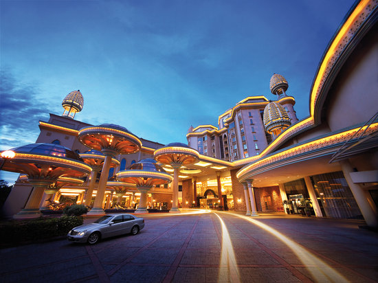 ซันเวย์รีสอร์ทโฮเต็ลแอนด์สปา: Sunway Resort Hotel & Spa - the hotel's main driveway welcomes guests to the iconic destination.