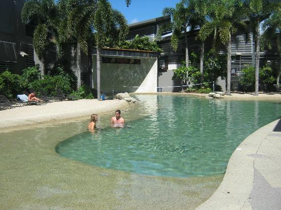 Gilligans Backpackers Hotel & Resort : pool