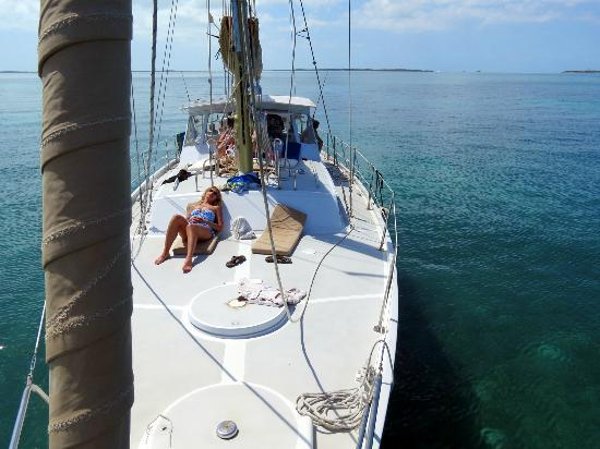 Sail to Bahamas Day Charter : Relaxed...