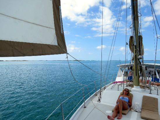 Sail to Bahamas Day Charter : clear day