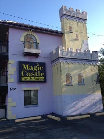 Magic Castle Inn and Suites: entrée