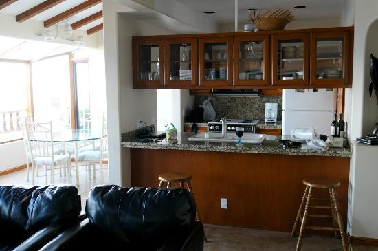 Hamilton Cove Villas: looking at kitchen from living rm