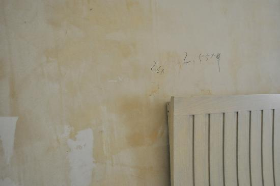 St.Rich Hotel : Ugly wall