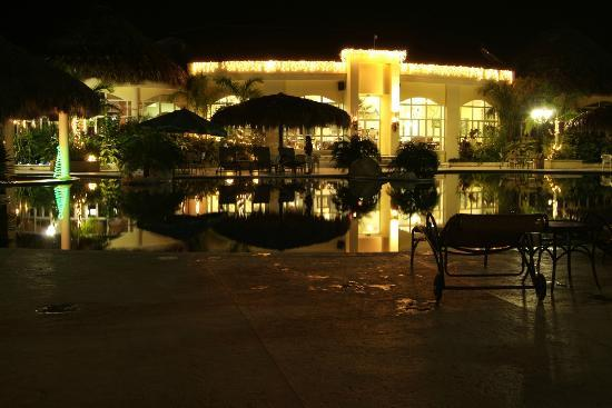La Ensenada Beach Resort and Convention Center: My favorite place.... The restaurant...a couple of lobsters are waiting.