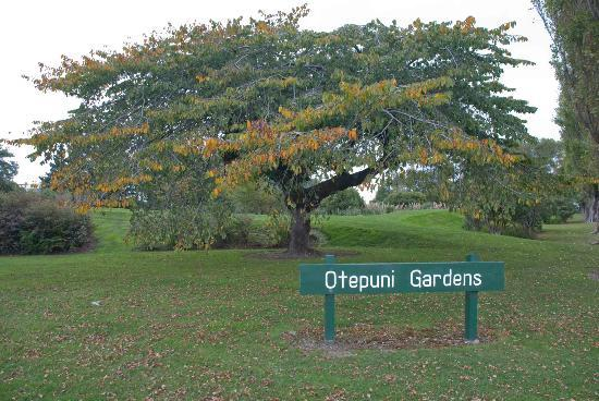 Otepuni Gardens: One of many entrance to the gardens