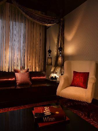 Sofitel Mumbai BKC : Prestige Suite Living Area