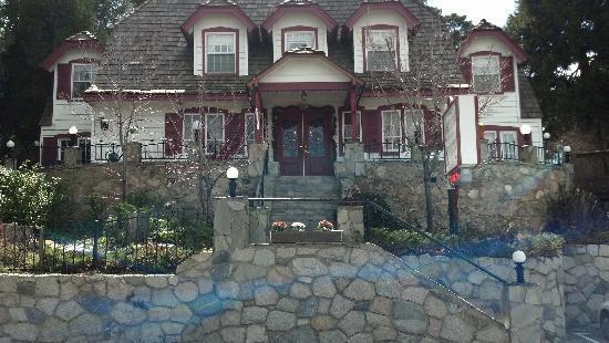 Arrowhead Lake Inn: Charming and inviting exterior