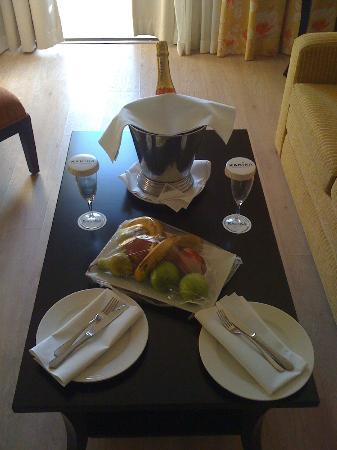 Elias Beach Hotel: what a lovely welcome