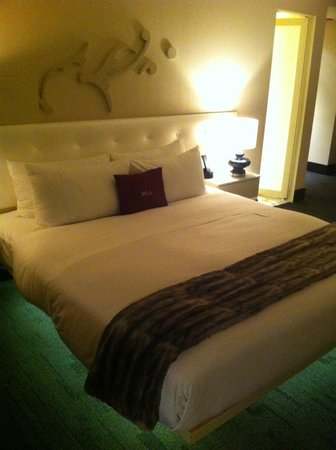 W Chicago - City Center: Fantastic Suite bed - so comfortable!
