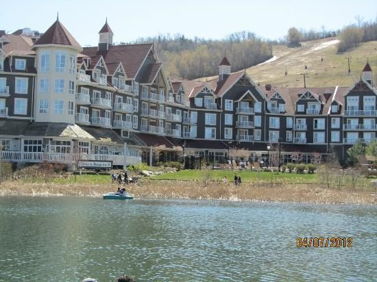 Seasons at Blue - Blue Mountain Resort: Across our hotel