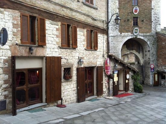 L 39 esterno del locale picture of locanda del cantiniere for L esterno del ristorante cruciverba