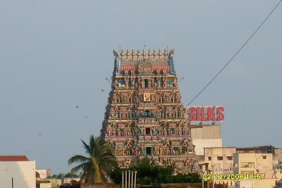 Kapaleeshwar Temple: Temple Gopuram (this pic was taken from the moving train)
