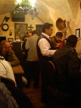 Gypsy Bar (Cikanska Jizba): Cesky Krumlov gypsy music at the Cikanska Jizba
