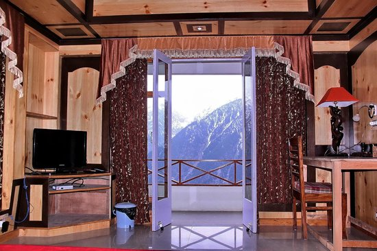 The Grand Shamba-La: Modern aminities with excellent mountain view from balcony