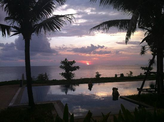 Anda Lay Boutique Resort: Sunset from the pool