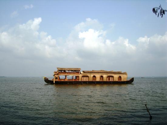 Cochin Magic Day Tours: Kettuvallom houseboat