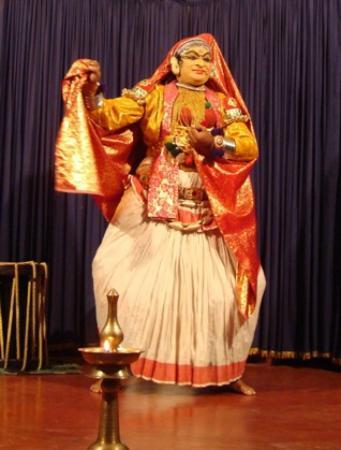 Cochin Magic Day Tours: Kathakali performance