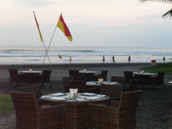 The Royal Beach Seminyak Bali - MGallery Collection: Beach side dining