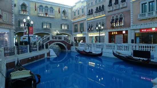 The Grand Canal Shoppes: The Grand Canal @ Venetian Hotel