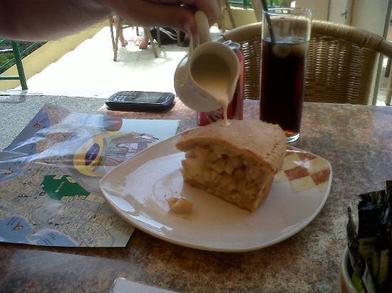 Cozy Cafe : Apple Pie and Cream