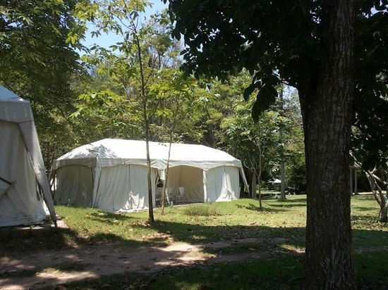 Es Ta Te Khao Kheow Resort : our tent (two parts)