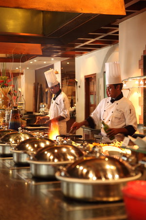 24/7 Restaurant - The Lalit Mumbai