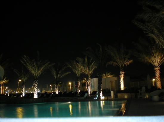 Yas Island Rotana: Swimming in the evening permitted until 20.00!!