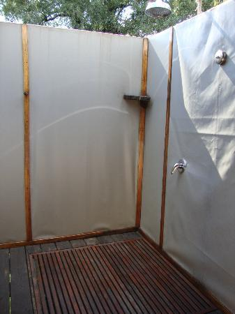 Wilderness Safaris Toka Leya Camp: outdoor shower