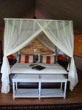 Wilderness Safaris Toka Leya Camp: bed