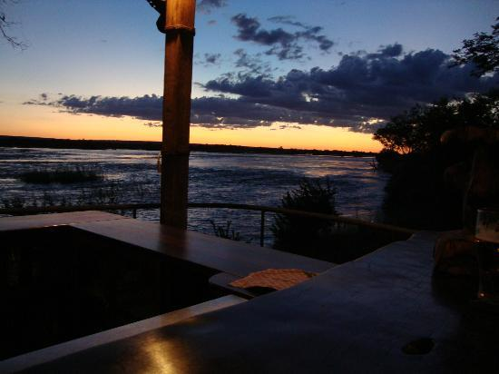 Wilderness Safaris Toka Leya Camp: beautiful sunset view form the bar