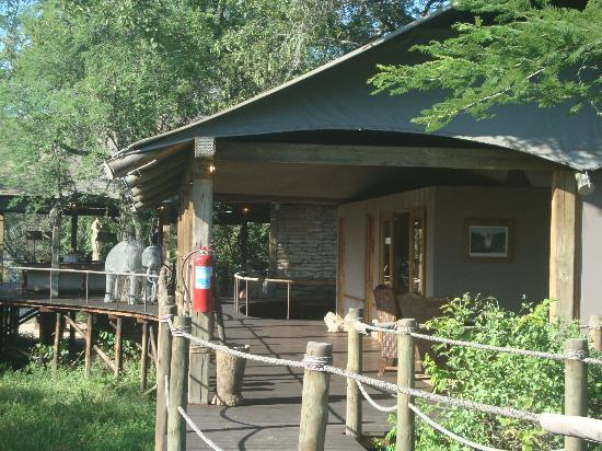 Wilderness Safaris Toka Leya Camp: lobby