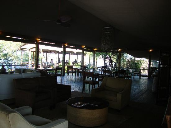 Wilderness Safaris Toka Leya Camp: breakfast / lounge area