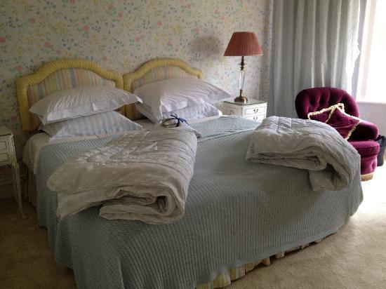 East Bridgford Hill: in bedroom 'emma'1