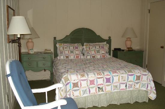 Mission Ranch: Modest room