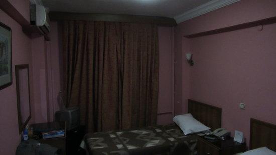 Hotel Beyaz Kugu: Vista del cuarto