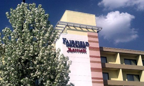 Fairfield Inn & Suites Cincinnati North / Sharonville: Signage