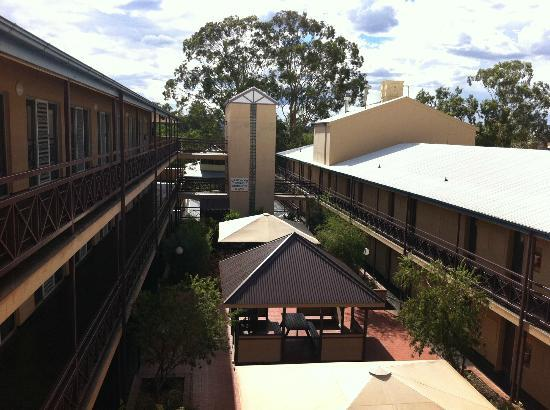 Courtyard of Aurora Alice Springs