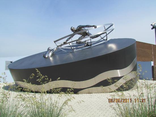 RNLI Memorial Sculpture: RNLI Memorial, Poole