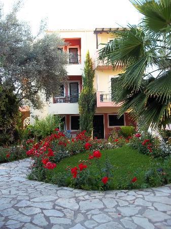 Philippos Hotel Apartments: Altra palazzina.