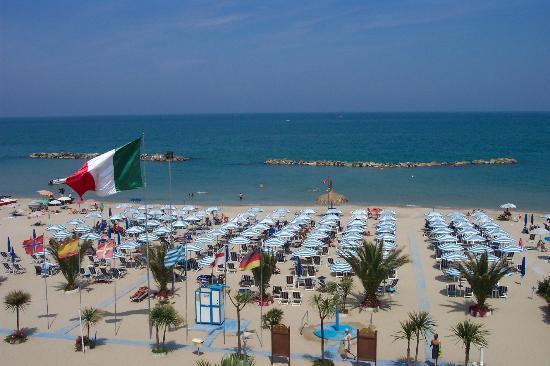 Hotel Poseidon & Nettuno: Der Strand vom Hotel