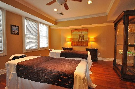 Atlantis Inn Luxury B&B: Massage Parlor