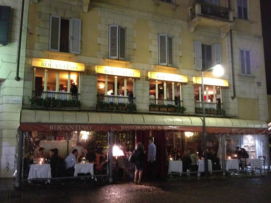 Ristorante Rugantino : Restaurant from the outside, on a rainy evening