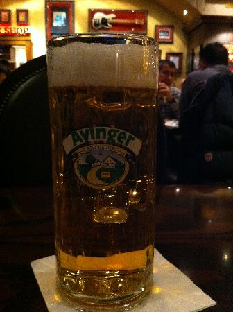 Hard Rock Cafe Munich: A cold beer and good music